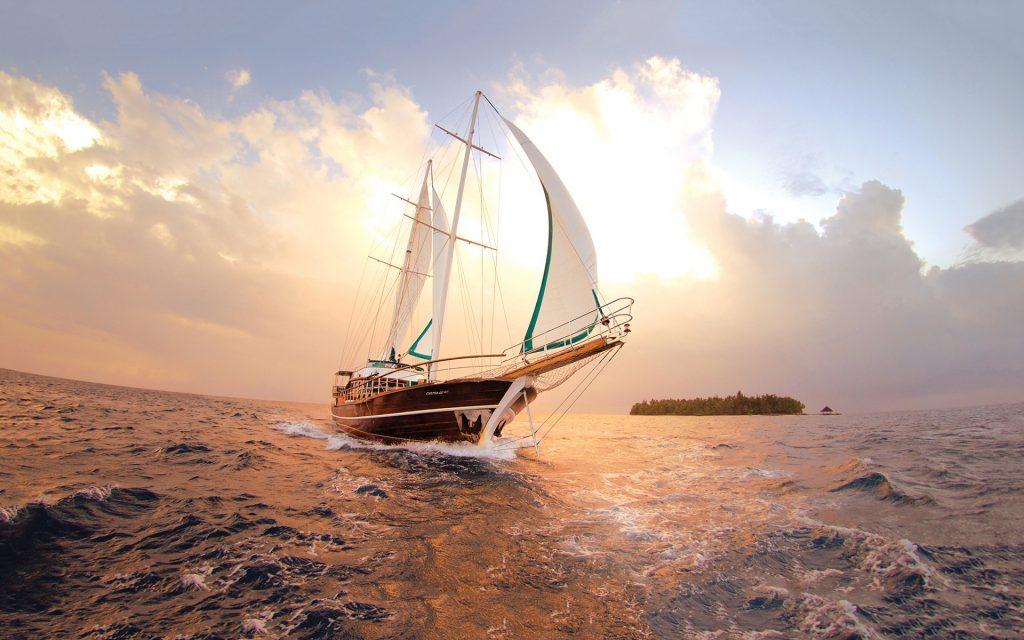 6936761-sailboat